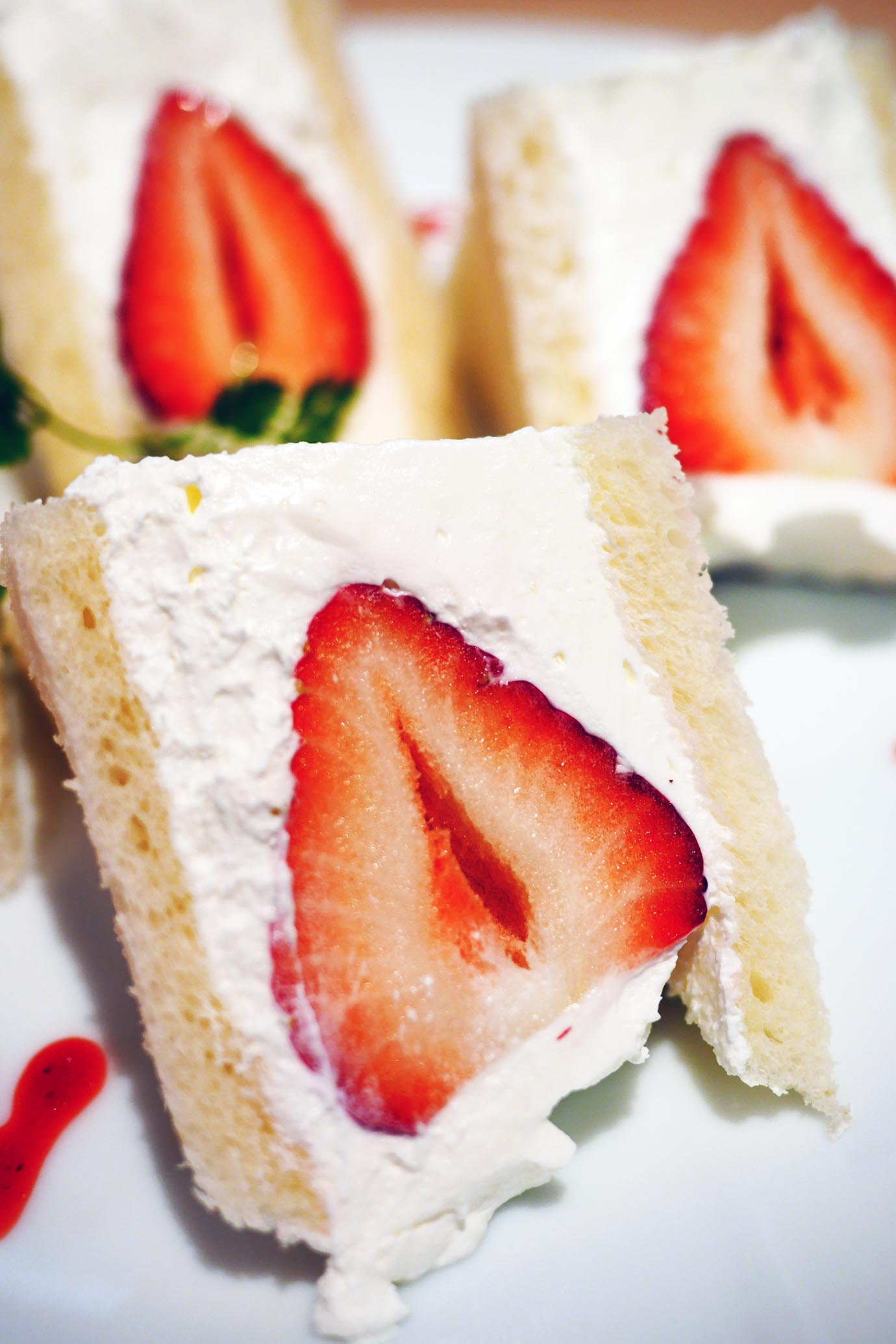 strawberry-sandwich