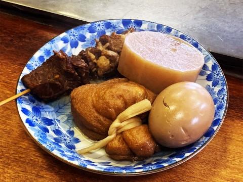 【希少グルメ】ホルモンそばの名店で食べるおでんが絶品 / 歴史ある店の伝統が染み込んだ味