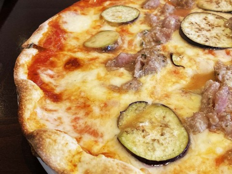 【異国グルメ】代々木のローマ風ピザが絶品でコスパ最強 / ラ ブォナ ヴィータのランチピザ