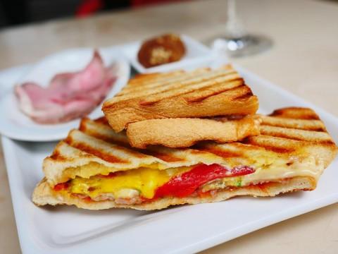 【絶品テイクアウト飯】世界一美味しいローマピザの名店イルペンティートのランチ持ち帰りホットサンドが絶品