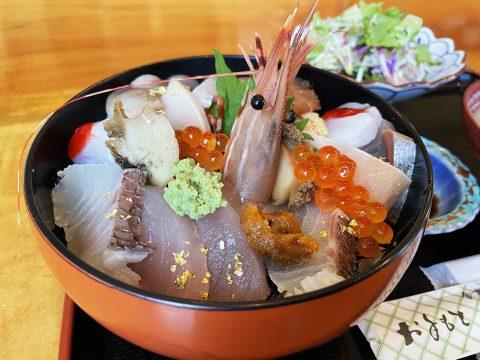 【大島グルメ】気仙沼大島で魚介類を食べたいなら「はま家」なら間違いない / 海鮮丼と汁物が実にウマイ