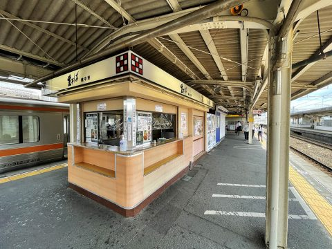 【絶賛グルメ】日本一うまいコロッケそばと絶賛する人もいるJR三島駅の立ち食いそば屋 / 桃中軒 三島駅在来線上りホーム店