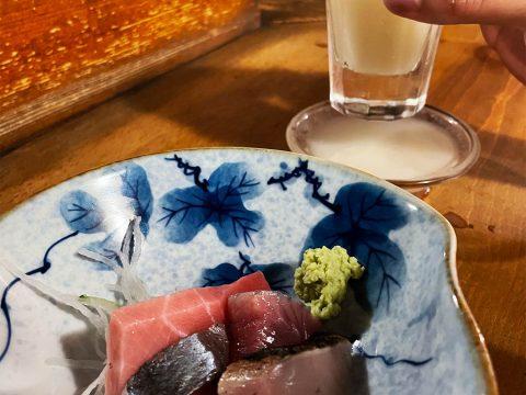 【異世界グルメ】酒1杯に必ず料理1品ついてくる「文化横丁 源氏」は癒やしの居酒屋 / 黙してじっくり酒とツマミと場を味わう